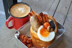A London food truck has taken the bunny chow and is selling it as breakfast Gourmet Breakfast, Breakfast Plate, Best Breakfast, Breakfast Ideas, Food Trucks, Essen In London, Wholesome Baby Food, Baby Food Recipes, Cooking Recipes