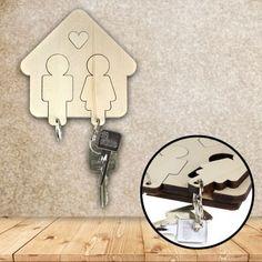 Du bist frisch mit deinem Schatz zusammengezogen oder kennst ein Paar, das sich endlich getraut hat? Schmücke die Wohnung mit diesem süßen Schlüsselbrett aus Holz. via: www.monsterzeug.de
