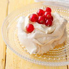 Hurmaavat fariinimarengit syntyvät tällä reseptillä: http://www.dansukker.fi/fi/resepteja/fariinimarengit.aspx Kokeile kiehtovaa herkkua! #marenki #vappu