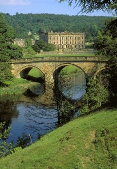 Chatsworth House is a stately home in the county of Derbyshire in the East Midlands region of England, UK Oh The Places You'll Go, Places To Travel, Places To Visit, England And Scotland, England Uk, Visit England, Uk Location, Chatsworth House, Places Of Interest