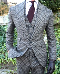 Absolute Bespoke Houndstooth suit brown and blue / Traje pata de gallo Best Suits For Men, Cool Suits, Mens Suits, Cheap Suits, Suit Up, Suit And Tie, Sharp Dressed Man, Well Dressed Men, Dress Code