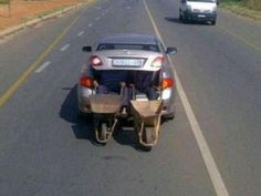 This is one way to transport wheelbarrows when you have a two seater car (photo taken in South Africa) African Jokes, Dump A Day, Wheelbarrow, Best Funny Pictures, Random Pictures, Fail Pictures, Funny Pics, South Africa, Transportation