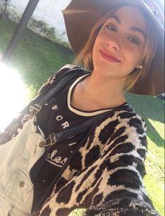 Tini Violetta Live, Celebrity Singers, Love Her, Tv Shows, Photos, T Shirts For Women, Face, Tops, Style
