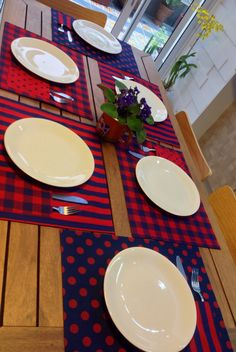 Patchwork Cozinha e Mesa Makeup Ideas wet n wild makeup ideas Patchwork Chair, Patchwork Table Runner, Patchwork Tiles, Patchwork Baby, Table Runner And Placemats, Crazy Patchwork, Patchwork Patterns, Table Runners, Fabric Placemats