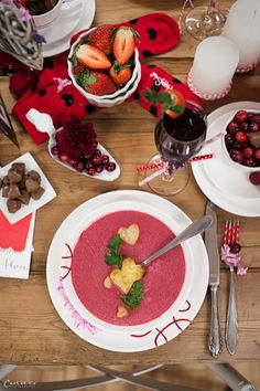 Valentine's Day – recipes, decorations and gift ideas * Tips & tricks - Suppe Beetroot Soup, Flower Decorations, Table Decorations, Valentines Food, Valentines Recipes, Chocolate Fondue, Flower Power, Pure Products, Healthy