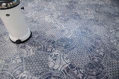 Alchimia golvklinker i hexagonformat från kakelspecialisten. Vackert svart och vitt mönster i mix.