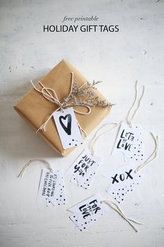b&w free printable gift tags