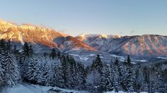 Wunderschöner Sonnenaufgang beim Gesundheitsresort Raxblick www.raxblick.at Mount Everest, Mountains, Nature, Travel, Sunrise, Ghosts, Medicine, Nice Asses, Naturaleza