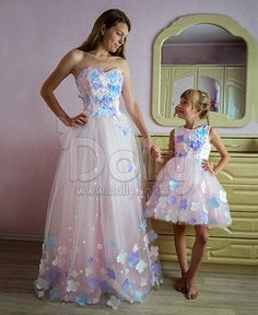 """""""When can I wear a long dress like you, Mommy? Mom And Baby Outfits, Family Outfits, Cute Outfits For Kids, Pretty Outfits, Mother Daughter Pictures, Mother Daughter Fashion, Mom Daughter, Mother Daughters, Mommy And Me Shirt"""
