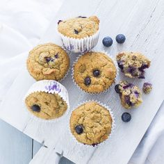 Bananenbrood muffins met blauwe bessen - Leuke recepten Breakfast Dessert, Best Breakfast, Healthy Baking, Healthy Snacks, Good Food, Yummy Food, High Tea, Food Inspiration, Sweet Recipes