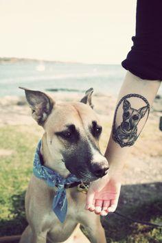 En EE.UU es habitual ver este tipo de tatuajes, algunos lo hacen porque su mascota amada a muerto y deseean llevarlo con él toda la vida y otros lo hacen por tenerlos en vida, cualquiera de las dos, representan un amor a la mascota por medio de un tatuaje