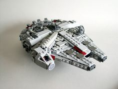 Mini Millennium Falcon par ototoko - Come visit us at www.hothbricks.com, www.lordofthebric... & www.brickheroes.com for up to date news about LEGO stuff