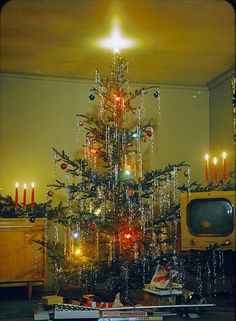 1950's Christmas...love the open branches and tinsel.
