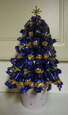 karkkikuusi askartelu - Google-haku Christmas Candy, Christmas Ideas, Christmas Tree, Hanukkah, Diy And Crafts, Goodies, Wreaths, Gift Ideas, Holiday Decor