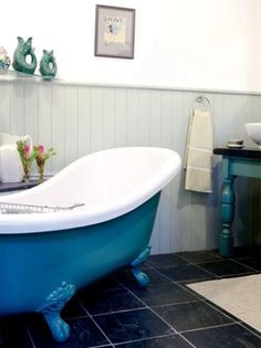 I love blue, so naturally I should have a blue bathtub.