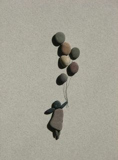 Pebble art by Sharon Nowlan ; just discover this artist , and love her !!!!
