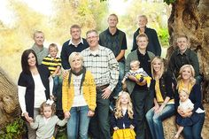 Only one person in each family is to wear the solid yellow Family Picture Colors, Family Picture Poses, Family Picture Outfits, Family Photo Sessions, Family Posing, Large Family Portraits, Extended Family Photography, Extended Family Photos, Large Family Poses