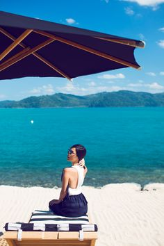 LOCATION: QUALIA | HAMILTON ISLAND Alice McCall Top and Skirt / Ray Ban Glasses / COS Sandals