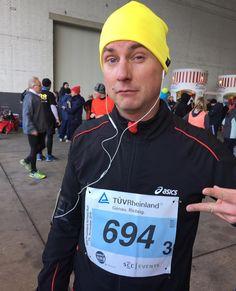 Und yeah - Bergfest!#airfieldrun #tuvcom_presse #sccevents #marathonstaffel #marathon #running #runnerscommunity #runnerland #tuevrheinland #runtoinspire #happyrun #runhappy #runbuddies #wettkampf #runfun #team #staffel #allesoyeah #runifico