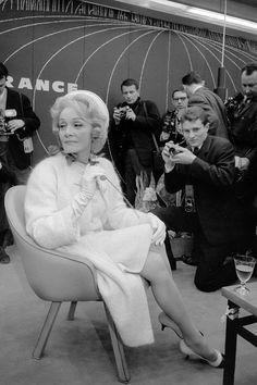 Marlene Dietrich, aging gracefully, so chic...