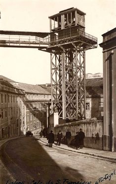 The Municipality elevator, also known as the Library elevator or S. Julião elevator, was the seventh elevator to be built in Lisbon. Photography Tours, Vintage Photography, Old Pictures, Old Photos, History Of Portugal, Algarve, Iberian Peninsula, Most Beautiful Cities, Covered Bridges