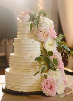 Buttercream wedding cake idea via Clary Pfeiffer Photogarphy - Deer Pearl Flowers / http://www.deerpearlflowers.com/wedding-cakes-desserts/buttercream-wedding-cake-idea-via-clary-pfeiffer-photogarphy/