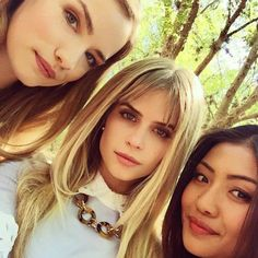 Willa Fitzgerald, Carlson Young and Brianne Tju Scream Tv Series Cast, Scream Cast, Mtv Scream, Carlson Young, Girls Makeup, Scary Movies, Celebs, Celebrities, Hair Goals