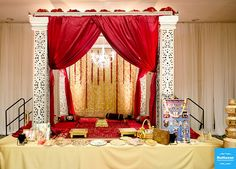 gold and red mandap for indian wedding
