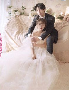 Pin by Ika Setiono on konsep in 2019 Pre Wedding Poses, Wedding Couple Photos, Pre Wedding Photoshoot, Wedding Pics, Wedding Couples, Wedding Dresses, Korean Wedding Photography, Bridal Photography, Couple Photoshoot Poses