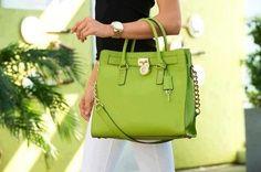 Prachtig deze tas bij mijn outfit en #Kagi emerald sierdan. michael kors bag