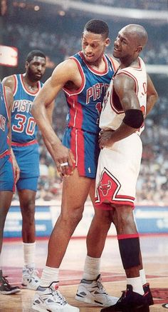Dennis a komisz, akivel később három bajnoki címet zsebelt be Michael.