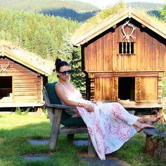 Vogavoe - Summer Nostalgia People Around The World, Real People, Around The Worlds, Nostalgia, Cabin, House Styles, Summer, Decor, Dekoration