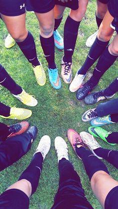 High School Football Player, Football Girls, Football Shoes, Football Players, Soccer Girls, Cute Soccer Pictures, Team Pictures, Soccer Images, Foto Snap