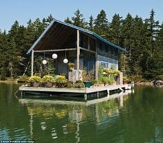 """""""Chateau Bathtub"""", a floating cabin on Perry Creek in Maine, owned and built by Foy and Louisa Brown. Images by Nicole Wolf via Maine Home+Design Design Loft, Design Case, House Design, Design Design, Tiny Build, Trailer Casa, Houseboat Living, Haus Am See, Water House"""