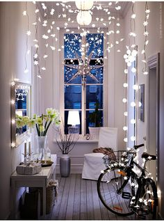 Twinkle, Twinkle - beautifully styled interior with a clever use of fairy lights for decoration / from the Ikea Christmas catalog . Style At Home, Ikea Hallway, Hallway Ideas, Entryway Ideas, Entryway Decor, Entrance Ideas, Entrance Design, Corridor Ideas, White Hallway