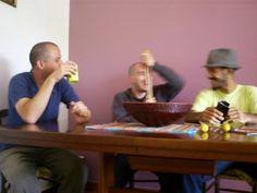 """O grupo Otis Trio faz uma apresentação na noite desta quinta, 4, a partir das 21, com entrada a R$ 10. Para o palco, os rapazes levam um pouco de bebop, mais uma pitada de free jazz e experimentalismo é a receita das apresentações da banda Otis Trio. Formada por Luiz Galvão na guitarra, João...<br /><a class=""""more-link"""" href=""""https://catracalivre.com.br/geral/agenda/barato/otis-trio-se-apresenta-no-tapas-nesta-quinta/"""">Continue lendo »</a>"""