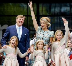 Dutch King Willem-Alexander is pictured with his wife Queen Maxima and their daughters Pri... http://dailym.ai/1feOETK#i-ae7e0e9f