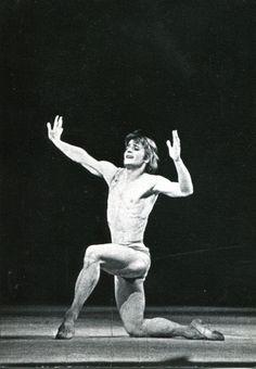 "1974, Baryshnikov's ""special evening"". Mikhail Baryshnikov in the ballet ""Daphnis and Chloe"" (choreographer M.Murdmaa). Творческий вечер Барышникова. Балет ""Дафнис и Хлоя"" (хореограф М.Мурдмаа)."