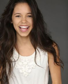 I love her smile Disney Channel, The Cw, Hispanic Girls, Jenna Ortega, Actor Headshots, Hollywood Actor, Her Smile, Woman Crush, Woman Face