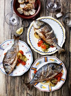 Marie Melchior: Dorade med pastis, fennikel og courgetter SD - this looks good! I do cook dorade quite a bit. Fish Recipes, Seafood Recipes, Healthy Recipes, Whole30 Recipes, Pumpkin Recipes For Dogs, Fish Dishes, Fish And Seafood, Fresh Seafood, C'est Bon
