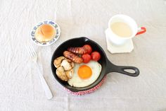 nameless table Griddles, Griddle Pan, Kitchen, Recipes, Aesthetics, Food, Table, Grill Pan, Baking Center