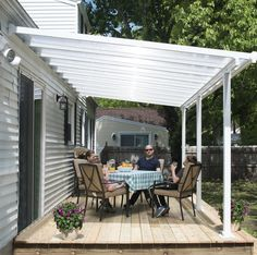 Pergola, once popular in Italian Renaissance, are an admirable let-up from heat during burning summer. To talk about the construction, pergola is not as complicated as it sounds. Diy Pergola, Garage Pergola, Building A Pergola, Wooden Pergola, Pergola Shade, Pergola Ideas, Patio Ideas, Building Plans, Diy Awning