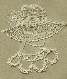 Easy bobbin lace pattern for beginners Crochet Cross, Irish Crochet, Bobbin Lace Patterns, Crochet Patterns, Knitting Patterns, Wool Thread, Crochet Needles, Crochet Diagram, Linens And Lace