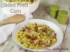 Skillet Fried Corn is easy to make and is packed with lots of great flavors like BACON! This is the perfect side for everything from chicken breasts to hamburgers. Side Recipes, Lunch Recipes, Vegetable Recipes, Corn Recipes, Delicious Recipes, Easy Recipes, Dinner Recipes, Healthy Side Dishes, Side Dishes Easy