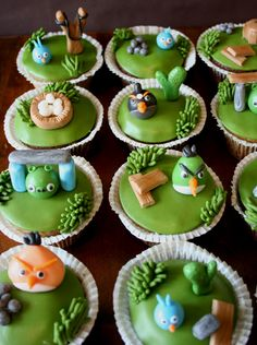 Painted By Cakes: ANGRY BIRDS CUPCAKES