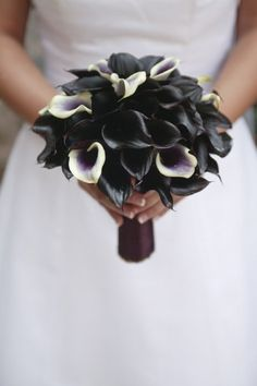 bouquet sposa scuro originale. Guarda altre immagini di bouquet sposa: http://www.matrimonio.it/collezioni/bouquet/3__cat