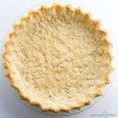 Almond Flour Pie Crust Recipe - 5 Ingredients (Paleo, Low Carb, Gluten-free) - This low carb paleo almond flour pie crust recipe is so easy to make. Just 5 minutes prep and 5 ingredients! Gluten-free, sugar-free, and keto. Low Carb Sweets, Low Carb Desserts, Low Carb Recipes, Healthy Recipes, Dessert Mousse, Paleo Dessert, Dessert Recipes, Almond Flour Pie Crust, Almond Flour Recipes