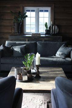 Hytteliv / wood mood Modern Log Cabins, Modern Rustic Homes, Living Room Decor Furniture, Room Furniture Design, Chalet Interior, My Ideal Home, Cabins And Cottages, Cottage Interiors, Cozy Cabin