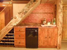 Use the area under stairs to build in a bar | Staircase bar, using the space beneath the stairs