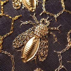 Best 11 Let& save the bee from extinction, perhaps humanity can .- Best 11 Laten we de bij behoeden voor uitsterving, wellicht kan de mensheid dan … Best 11 Let& save the bee from extinction, … - Embroidery Designs, Bee Embroidery, Tambour Embroidery, Couture Embroidery, Hardanger Embroidery, Embroidery Fashion, Lesage, Gold Work, Satin Stitch